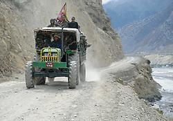 THEMENBILD - Trekkingtour in Nepal um die Annapurna Gebirgskette im Himalaya Gebirge. Das Bild wurde im Zuge einer 210 Kilometer langen Wanderung im Annapurna Gebiet zwischen 01. September 2012 und 15. September 2012 aufgenommen. im Bild nepalesisches Militär // THEME IMAGE FEATURE - Trekking in Nepal around Annapurna massif at himalaya mountain range. The image was taken between september 1. 2012 and september 15. 2012. Picture shows nepalese army, NEP, EXPA Pictures © 2012, PhotoCredit: EXPA/ M. Gruber