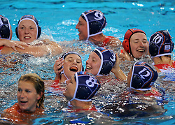 21-08-2008 WATERPOLO: OLYMPISCHE SPELEN USA-NEDERLAND: BEIJING <br /> Goalkeeper Ilse Van Der Meijden #1, Mieke Cabout #3, Gilian van den Berg #9, Alette Sijbring #10, Simone Koot #12, Noeki Klein #8 of the Netherlands celebrate their 9-8 win over USA - vriendschap<br /> ©2008-FotoHoogendoorn.nl
