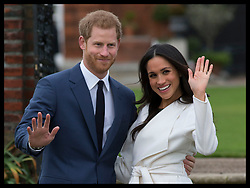 November 27, 2017 - London, England, United Kingdom - PRINCE HARRY and  MEGHAN MARKLE pose for the media gathered in the grounds of Kensington Palace after their engagement announcement.  (Credit Image: © Stephen Lock/i-Images via ZUMA Press)