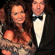 NLD/Katwijk/20101030 - Inloop premiere musical Soldaat van Oranje, Belinda Meuldijk en partner Thierry Duval Slothouwer