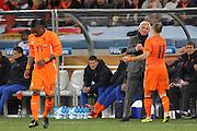 ©Jonathan Moscrop - LaPresse<br /> 06 07 2010 Cape Town ( Sud Africa )<br /> Sport Calcio<br /> Uruguay vs Olanda - Mondiali di calcio Sud Africa 2010 Semi finale - Stadio Punto Verde<br /> Nella foto: stretto di mano tra Arjen Robben e l'allenatore dell'Olanda Bert Van Marwijk<br /> <br /> ©Jonathan Moscrop - LaPresse<br /> 06 07 2010 Cape Town ( South Africa )<br /> Sport Soccer<br /> Uruguay versus Holland - FIFA 2010 World Cup South Africa Semi final - Green Point Stadium<br /> In the photo: Holland's Arjen Robben shakes hands with coach Bert Van Marwijk as he is substituted