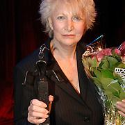 NLD/Amsterdam/20061001 - Uitreiking Blijvend Applaus prijs 2006, Adele Bloemendaal met prijs
