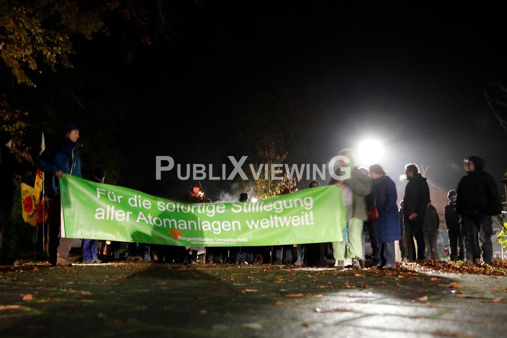 Widerstandsgruppen aus dem Wendland halten eine Gedenkveranstaltung für den im November 2004 während eines Castortransports von La Hague nach Gorleben tödlich verunglückten französischen Aktivisten Sebastien Briat ab. <br /> <br /> Ort: Dannenberg<br /> Copyright: Andreas Conradt<br /> Quelle: PubliXviewinG
