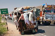 Congestion on Delhi to Mumbai National Highway 8 at Jaipur, Rajasthan, Northern India RESERVED USE - NOT FOR DOWNLOAD -  FOR USE CONTACT TIM GRAHAM