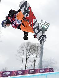 11-02-2014 SNOWBOARDEN: OLYMPIC GAMES: SOTSJI<br /> Dimi de Jong in actie op de halfpipe op het Rosa Khutor Extreme Park<br /> ©2014-FotoHoogendoorn.nl