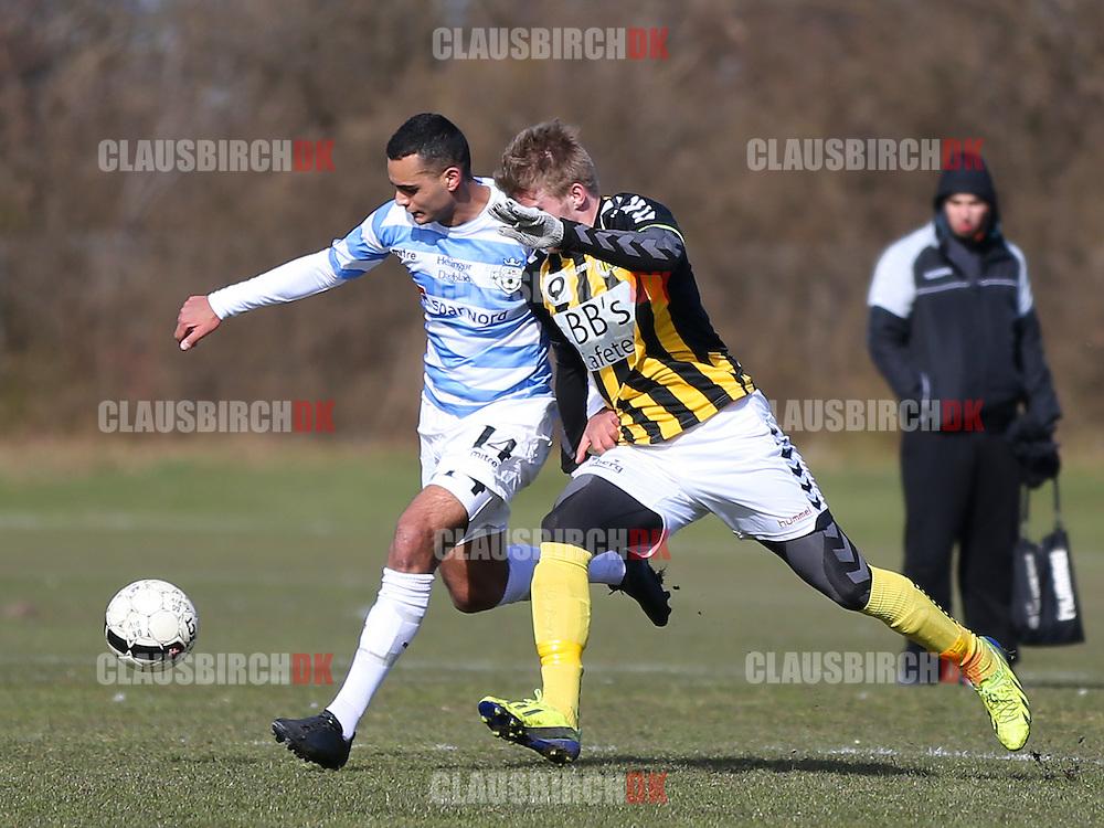 Ali Dirawi (FC Helsingør) presses af Jacob Berthelsen (Brønshøj).