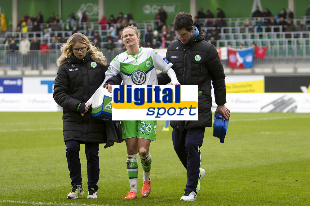 BILDET INNGÅR IKKE I FASTAVTALER. ALL NEDLASTING BLIR FAKTURERT.<br /> <br /> Fotball<br /> Tyskland<br /> 20.02.2016<br /> Foto: imago/Digitalsport<br /> NORWAY ONLY<br /> <br /> Fußball, Allianz Frauen Bundesliga, VfL Wolfsburg - FC Bayern München; Caroline Graham Hansen (Wolfsburg, 26) Verletzt, behandelt, injury, injured, hurt. xtgx