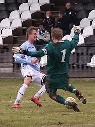 FODBOLD: Dennis Borup (Helsingør) tackles af målmand Kasper Thorsøe (HB Køge) under kampen i Danmarksserien, pulje 1, mellem HB Køge og Elite 3000 Helsingør den 1. april 2010 på Køge Stadion. Foto: Claus Birch