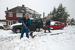 © Licensed to London News Pictures. 05/02/2012. Dunstable, UK. residents clear the road of snow in Dunstable, Bedfordshire, on February 5th, 2012. Photo credit : Ben Cawthra/LNP