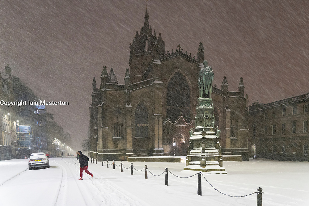 Edinburgh, Scotland, UK. 10 Feb 2021. Big freeze continues in the UK with heavy overnight and morning snow in the city. Pic; Parliament Square and St Giles Cathedral in the early morning snow blizzards. Iain Masterton/Alamy Live news