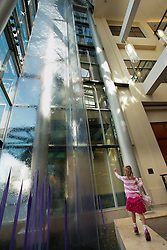 North America, United States, Washington, Bellevue, girl at water wall with purple glass sculpture in Lincoln Square