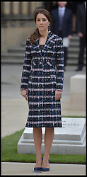 October 14, 2016 - Manchester, England, United Kingdom - Image ©Licensed to i-Images Picture Agency. 14/10/2016. Manchester, United Kingdom. The Duke and Duchess of Cambridge visit Manchester. Prince William, The Duke of Cambridge accompanied by his wife Catherine, lay a wreath at the Cenotaph at Manchester Town Hall Picture by Andrew Parsons / i-Images (Credit Image: © Andrew Parsons/i-Images via ZUMA Wire)