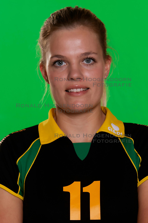 10-09-2018 NED: Team PDK Huizen season 2018-2019, Huizen<br /> The players of Top Division club vv Huizen women season 2018-2019 / Savanna van Gulijk #11 of PDK Huizen