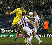Photo: Mark Stephenson.<br />West Bromwich Albion v Leeds United. The FA Cup. 06/01/2007.<br />Leed's Tor Andre Flo heads for goal.