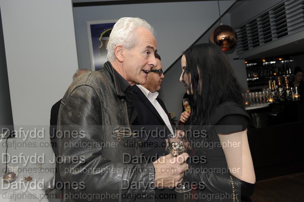 NICK DAVIES; WINNER OF THE MAVERICK AWARD; MOLLY CRABAPPLE, The 2011 Groucho Club Maverick Award. The Groucho Club. Soho, London. 14 November 2011. <br /> <br />  , -DO NOT ARCHIVE-© Copyright Photograph by Dafydd Jones. 248 Clapham Rd. London SW9 0PZ. Tel 0207 820 0771. www.dafjones.com.