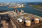 Nederland, Zuid-Holland, Maasvlakte, 23-05-2011; .Nieuwbouw (m) kolen/biomassacentrale  elektriciteitcentrale Electrabel (GDF Suez) met de  LNG-installatie van de Gasunie die de buffervoorraad vloeibaar aardgas huisvest...New build coal / biomass power plant (m)Electrabel and the LNG installation with the buffer stock liquid natural gas (liquefied natural gas, LNG) in the Port of Rotterdam..luchtfoto (toeslag), aerial photo (additional fee required).copyright foto/photo Siebe Swart
