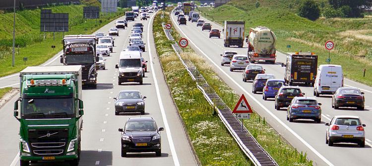 Nederland, Uden, 24-6-2019verkeer op de snelweg A50 .Foto: Flip Franssen