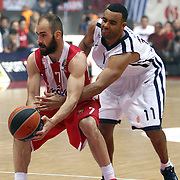 Olympiacos's Vassilis Spanoulis (L) and Anadolu Efes's Joshua Shipp (R) during their Turkish Airlines Euroleague Basketball playoffs Game 5 Olympiacos between Anadolu Efes at SEF Indoor Hall in Piraeus, in Greece, Friday, April 26, 2013. Photo by TURKPIX