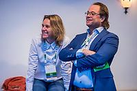 ZEIST - NGV voorzitter Dirk-Jan Vink met bestuurslid  Renate Roeleveld. Nationaal Golf & Groen Symposium.Copyright Koen Suyk