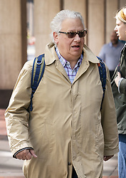 April 30, 2019 - London, London, UK - London, UK. Labour Party activist Jon Lansman (centre) arrives at Labour Party headquarters for National Executive Meeting at which Labour's position on a second EU vote will be decided. (Credit Image: © Tom Nicholson/London News Pictures via ZUMA Wire)