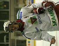 Ishockey, Stavanger Ishall, 16/10-03, Stavanger Oilers - Frisk Asker (5-2),<br />Anders Bastiansen (Frisk Asker) skuffet etter kampen<br />Foto: Sigbjørn Andreas Hofsmo