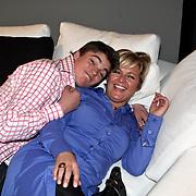 NLD/Naarden/20080401 - Het Arsenaal van jan des Bouvrie bestaat 15 jaar, Caroline Tensen en zoon Bob