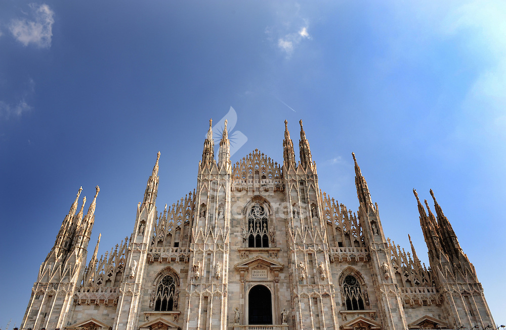Picture by Daniel Hambury. .28/9/08.A general view of Milan's Duomo cathedral.