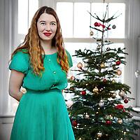 Nederland, Amsterdam , 22 december 2013.<br /> Ann Demeester, directeur van museum de Appel bij haar kerstboom thuis.<br /> Foto:Jean-Pierre Jans