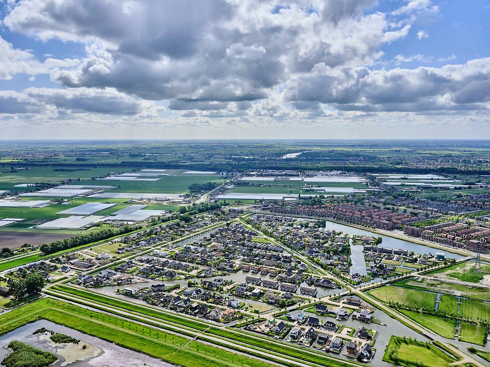Nederland,Zuid-Holland, Rotterdam; 14–05-2020; stadsdeel Prins Alexander, Vinex-wijk Nesselande. Waterwijk met zelfbouwkavels waarop naar eigen ontwerp en welstandsvrij een woning kan worden gebouwd.In de achtergrond kassen omgeving Nieuwerkerk aan den IJssel, verkaveling Groen Hart.<br /> Prince Alexander district, Nesselande neighborhood. Waterwijk with self-build plots .<br /> <br /> luchtfoto (toeslag op standaard tarieven);<br /> aerial photo (additional fee required)<br /> copyright © 2020 foto/photo Siebe Swart