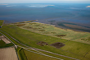 Nederland, Friesland, Gemeente Dongeradeel, 08-09-2009; Peazemerlannen, kweldergebied grenzend aan het Wierumerwad en de Waddenzeee. Het gebied is ontstaan door spontane uitpoldering bij storm in 1973 waarbij er een gat geslagen werd in de bitumendijk. Onder de zeedijk (op delta hoogte), diagonaal de zigzag lopende dijk van de zomerpolder. Het natuurgebied is in beheer bij  It Fryske Gea. Aan de horizon de Engelsmanplaat..Peazemerlannen, salt marshes bordering the Wierumerwad and Waddenzeee. The area has been created in 1973, a severe storm made a hole in the outside polder dike. Below the seawall (delta height),  in the middle the dike  of the summer polder. The area is a nature reserve, managed by It Fryske Gea.luchtfoto (toeslag); aerial photo (additional fee required); .foto Siebe Swart / photo Siebe Swart