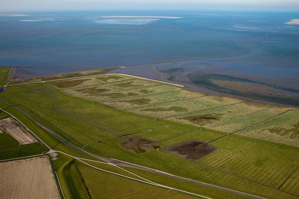 Nederland, Friesland, Gemeente Dongeradeel, 08-09-2009; Peazemerlannen, kweldergebied grenzend aan het Wierumerwad en de Waddenzeee. Het gebied is ontstaan door spontane uitpoldering bij storm in 1973 waarbij er een gat geslagen werd in de bitumendijk. Onder de zeedijk (op delta hoogte), diagonaal de zigzag lopende dijk van de zomerpolder. Het natuurgebied is in beheer bij  It Fryske Gea. Aan de horizon de Engelsmanplaat..Peazemerlannen, salt marshes bordering the Wierumerwad and Waddenzeee. The area has been created in 1973, a severe storm made a hole in the outside polder dike. Below the seawall (delta height),  in the middle the dike  of the summer polder. The area is a nature reserve, managed by It Fryske Gea.luchtfoto (toeslag); aerial photo (additional fee required); .foto Siebe Swart / photo Siebe Swart