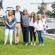 NLD/Warmond//20170707 - Koninklijke fotoshoot zomer 2017, Koning Willem Alexander, Koningin Maxima  en de prinsessen Amalia, Alexia en Ariane