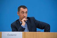 DEU, Deutschland, Germany, Berlin, 25.09.2017: Cem Özdemir (Die Grünen) in der Bundespressekonferenz zu den Ergebnissen der Bundestagswahlen.
