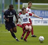 Fotball<br /> 2004/2005<br /> Foto: SBI/Digitalsport<br /> NORWAY ONLY<br /> <br /> Brighton v Sheffield United<br /> <br /> Coca-Cola Championship 02/10/04.<br /> <br /> Alan Quinn hold of the challenge of Leon Knight