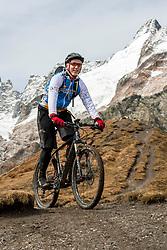 15-09-2017 ITA: BvdGF Tour du Mont Blanc day 6, Courmayeur <br /> We starten met een dalende tendens waarbij veel uitdagende paden worden verreden. Om op het dak van deze Tour te komen, de Grand Col Ferret 2537 m., staat ons een pittige klim (lopend) te wachten. Na een welverdiende afdaling bereiken we het Italiaanse bergstadje Courmayeur. Eelco