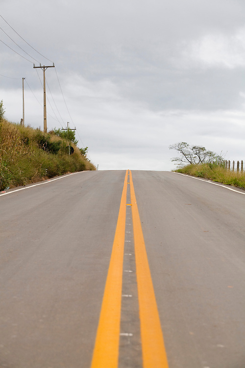 Toledo_MG, Brasil...Rodovia em Toledo...The highway in Toledo...Foto: LEO DRUMOND / NITRO....