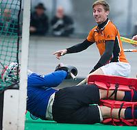 ROTTERDAM - HOCKEY -  Rob Reckers passeert Rotterdam keeper Pirmin Blaak en brengt de stand op 0-2 tijdens de hoofdklasse hockeywedstrijd tussen de mannen van Rotterdam en Oranje-Zwart (0-2). COPYRIGHT KOEN SUYK