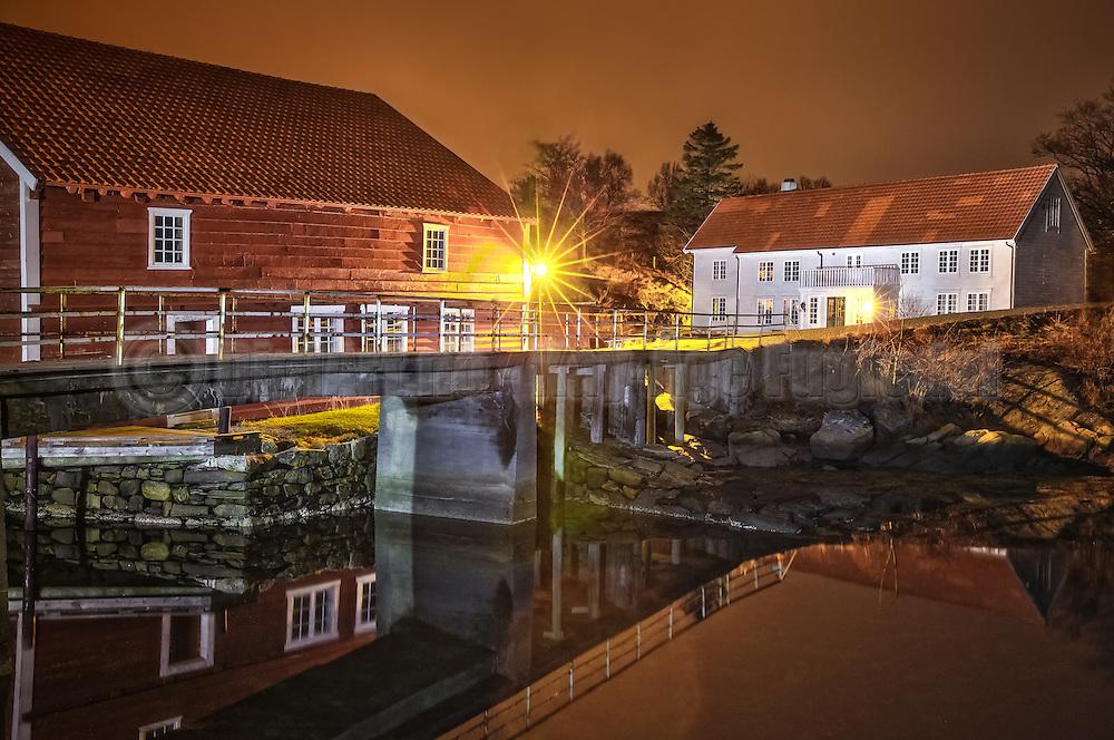 Night at Herøy Gard, Norway   Natt på Herøy Gard, Norge