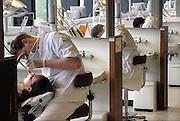 Nederland, Nijmegen, 22-5-2008Opleiding tandarts bij tandheelkunde. Studenten doen praktijk.Foto: Flip Franssen