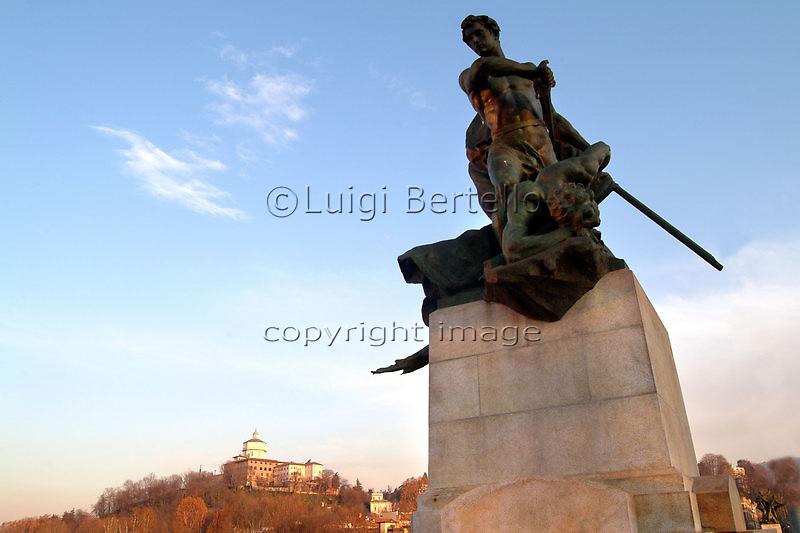 Torino Statue sul ponte Umberto I