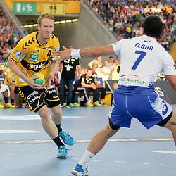 Rhein-Neckars Stefan Kneer (Nr.04) im Zweikampf mit Hamburgs Matthias Flohr (Nr.07) im Spiel Rhein-Neckar-Loewen - HSV Handball.<br /> <br /> Foto © P-I-X.org *** Foto ist honorarpflichtig! *** Auf Anfrage in hoeherer Qualitaet/Aufloesung. Belegexemplar erbeten. Veroeffentlichung ausschliesslich fuer journalistisch-publizistische Zwecke. For editorial use only.