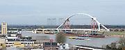 Nederland, Nijmegen, 16-4-2013Bouw van de nieuwe stadsbrug, Waalbrug, de Oversteek vordert gestaag. Zaterdag wordt hij ingevaren als de waterstand het toelaat. De brug rust al op de pontons.Foto: Flip Franssen/Hollandse Hoogte