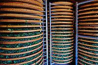 Chine, Province du Fujian, village de Huaiyuan Lou, sechage du thé vert Olong // China, Fujian province, Huaiyuan Lou village, drying green tea