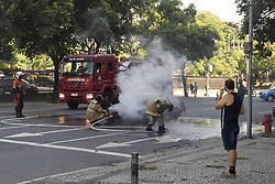 December 17, 2018 - Rio De Janeiro, Brazil - RIO DE JANEIRO, RJ - 17.12.2018: INCENDIO CARRO RJ - Car catches fire on Rad Street. Waldir Amaral in Vila Isabel, near the UERJ Campus. The Accident caused traffic turmoil in the Region, the street was closed to the firefighter, in Rio de Janeiro, RJ. (Credit Image: © Celso Pupo/Fotoarena via ZUMA Press)
