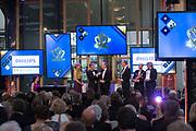 Koningin Máxima reikt op donderdag 26 mei in Eindhoven de Koning Willem I Prijs 2016 en de Koning Willem I Plaquette voor Duurzaam Ondernemerschap 2016 uit in Radio Royaal, Eindhoven.De Koning Willem I Prijs is een ondernemingsprijs die sinds 1958 tweejaarlijks wordt toegekend door de Koning Willem I Stichting.<br /> <br /> Queen Máxima presented on Thursday, May 26 in Eindhoven, the King Willem I Award in 2016 and the King William I Plaque for Sustainable Entrepreneurship 2016 in Radio Generous, Eindhoven.De King Willem I Prize is a company prize awarded biennially since 1958 by King William I Foundation.<br /> <br /> Op de foto:   Koningin Maxima reikt de Koning Willem I Prijs Grootbedrijf 2016 uit aan F. van Houten  CEO van Koninklijke Philips.