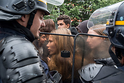 May 5, 2017 - Paris, France - Parisian students'demonstration against the French presidential elections, in Paris, on May 5, 2017. (Credit Image: © Guillaume Pinon/NurPhoto via ZUMA Press)