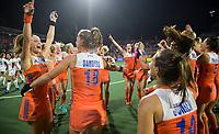 AMSTELVEEN -  Vreugde bij Oranje na de gewonnen  damesfinale Nederland-Belgie bij de Rabo EuroHockey Championships 2017.  links Kitty van Male. midden Marloes Keetels. COPYRIGHT KOEN SUYK