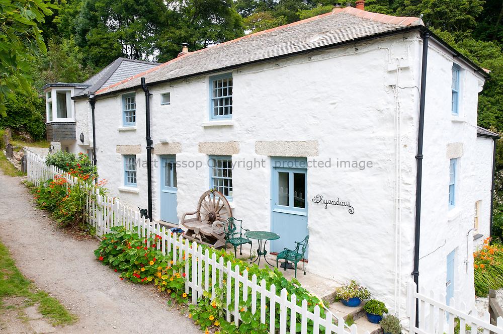 Glendurgan Cornish Cottage 01