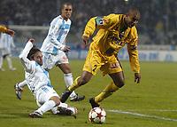 Fotball<br /> Frankrike 2004/05<br /> Olympique Marseille v Nantes<br /> 27. november 2004<br /> Foto: Digitalsport<br /> NORWAY ONLY <br /> ALEXANDER VIVEROS (NAN) / FABRICE FIORESE (OM)