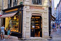 France, Pyrénées-Atlantiques (64), Bayonne, rue Port Neuf, chocolaterie Puyodebat // France, Pyrénées-Atlantiques (64), Bayonne, rue Port Neuf